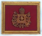Brasil Império, Brasão Imperial Brasileiro em Metal medindo 17 cm de altura por 16 cm montado sobre placa revestida em veludo e moldura de madeira com antiga douração com medida de 27 cm por 32 cm, peça de coleção.