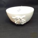 Bolw cumbuca em ceramica  branca vitrificada  decorada com flores Luis Salvador. Medida 7 cm de altura x 15 cm diametro